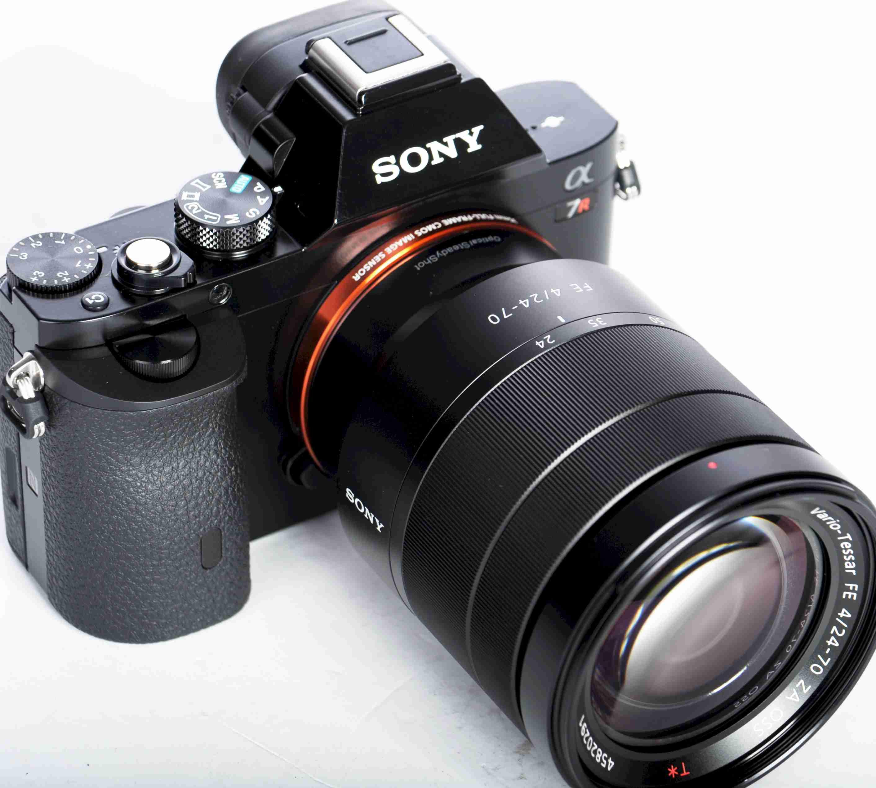 Sony Alpha 7 R  NEU mit Zeiss SAL 24-70 NEUWARE OVP
